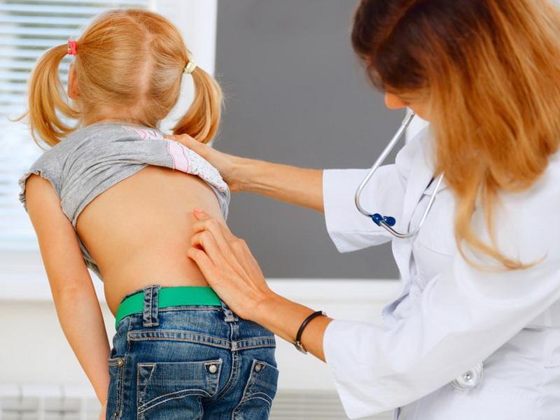 Сутулость у детей: причины и лечение